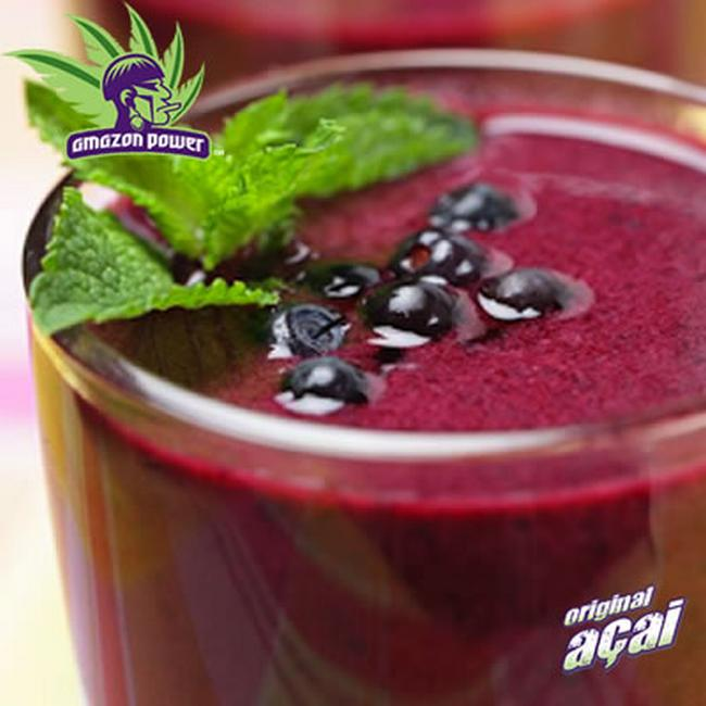 Acai Green Smoothie with Mixed Berries and Mint