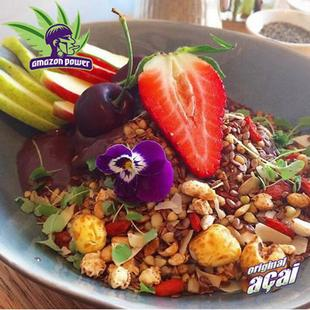 Acai Bowl with Strawberry topped w Crunchy toasted Granola